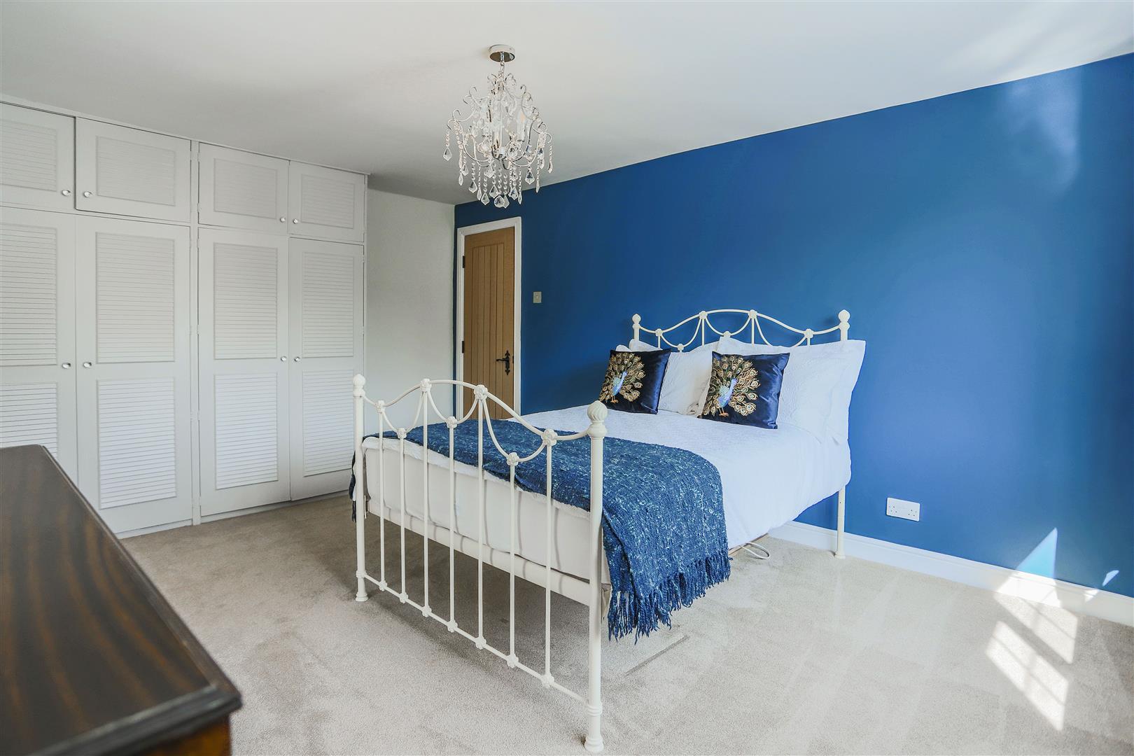 4 Bedroom Semi-detached House For Sale - 34.JPG